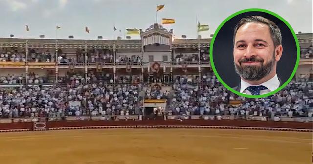 Santiago Abascal incendia las redes tras fotografiarse en una corrida de toros