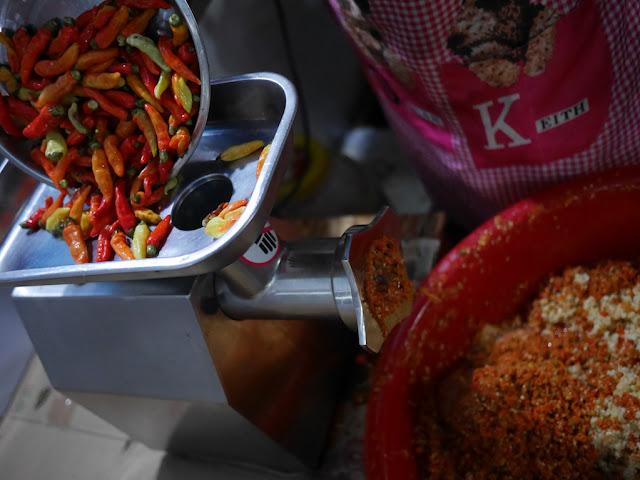 making chili sauce at a restaurant in Ganzhou
