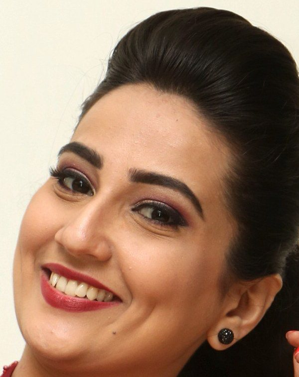 Anchor Manjusha Face Close Up Smiling Stills