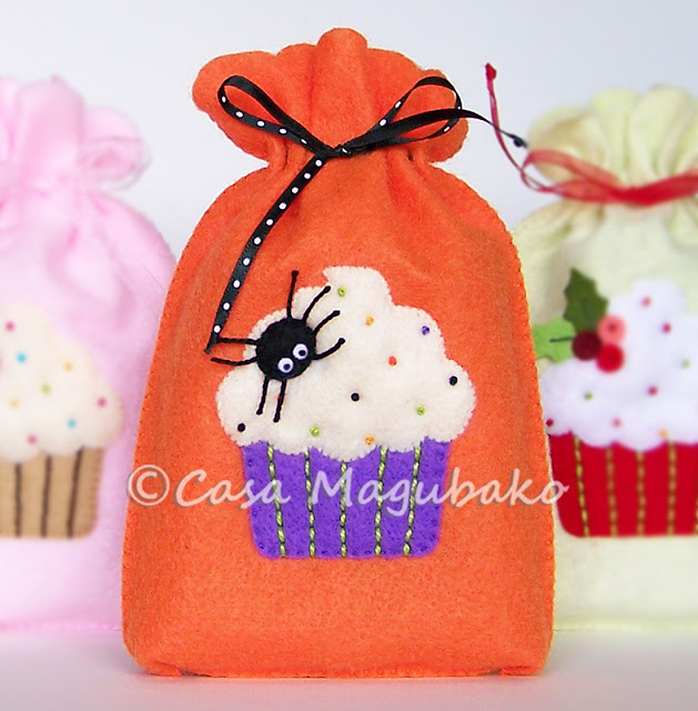 Cupcake Treat Bag Tutorial -Halloween Bag by casamagubako.com