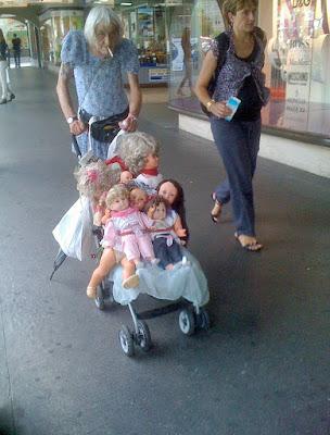 Lustige hässliche Menschen Bilder - Puppenwagen