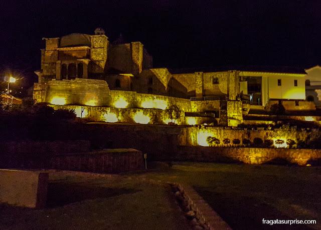 Iluminação noturna do Qorikancha, Templo do Sol de Cusco