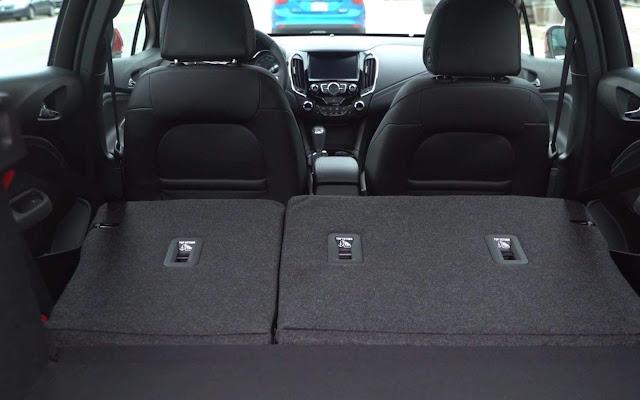 Novo Chevrolet Cruze Sport6 2017 - interior - porta-malas