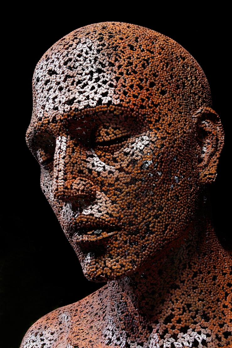 Стальные цепи обретают форму и превращаются в предметы искусства