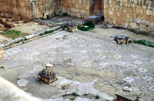 Mosaicos en las iglesias (Jerash, Jordania)