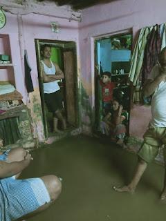 बरसात होने से नाले का पानी लोंगो के घरों में घुसा, इस तरह से नगर निगम की पोल खुल गई ?