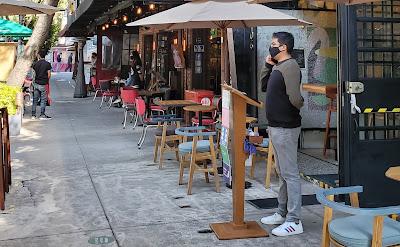 Sidewalk cafes, Roma Norte