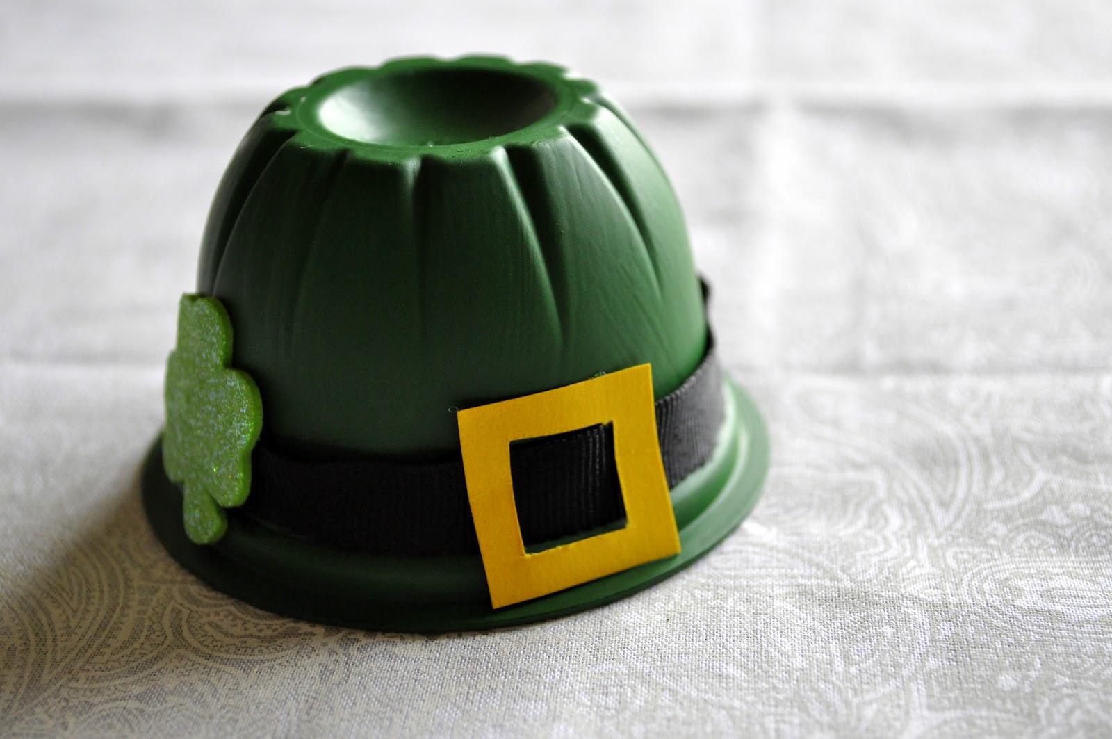 Marble-Painted Glitter Shamrocks and Leprechaun Hat Treats ...