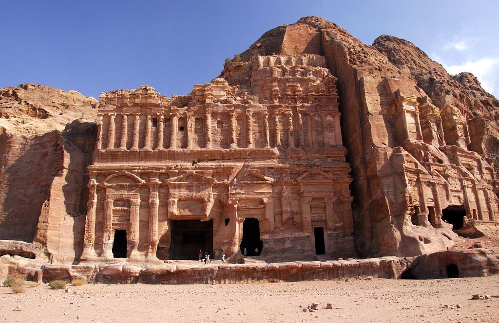 Дворцовая гробница и Коринфская гробница в Петре, Иордания