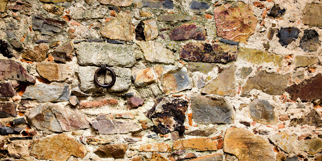 Cáceres Mampuesto de muro con argolla