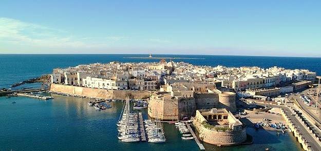 Sovraffollamento a Gallipoli: fino a 10 turisti in 50 mq