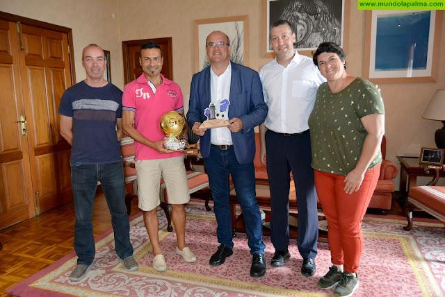 El equipo de fútbol sala del Cabildo de La Palma, segundo clasificado en el XXXIV Torneo de Organismos Oficiales 'Día de Canarias'