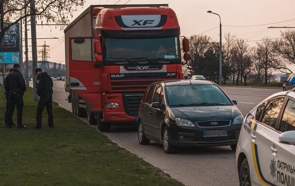 П'яний водій на вантажівці заїхав на McDrive в Києві