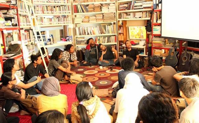 Suasana diskusi pameran Scopophilia Nandanggawe