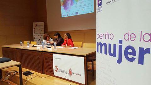 Un momento de la apertura de la Escuela de Empoderamiento en la Bilioteca de Illescas