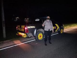 Personel Polsek Cendana Polres Enrekang Melaksanakan Patroli Blue Light Pada Jam Yang Rawan