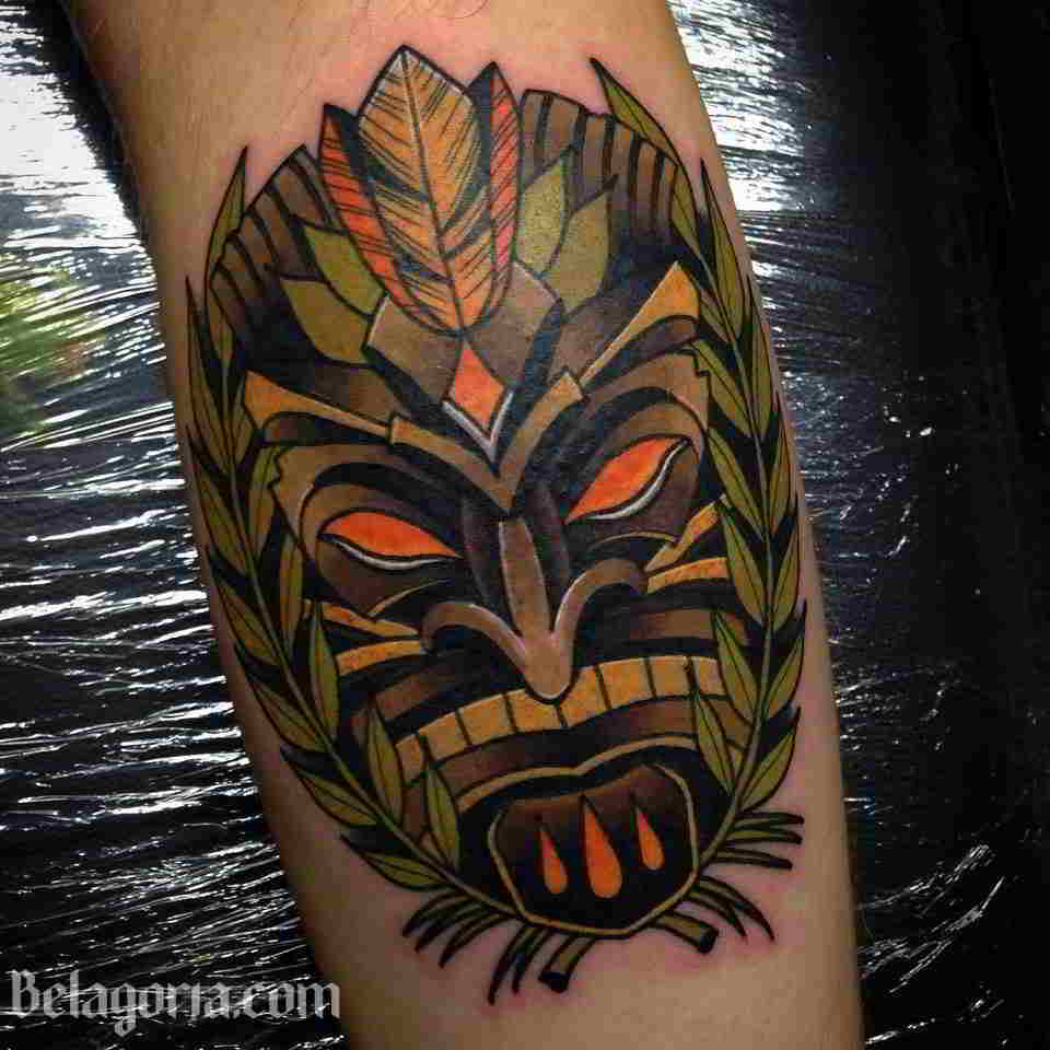 Un tatuaje hawaiano de Tiki