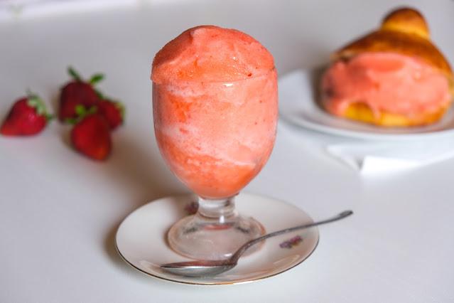 Granita alla fragola senza gelatiera ricetta facile