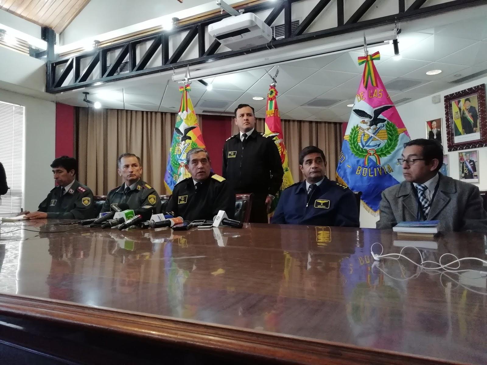 Almirante de FFAA anunció la destitución del jefe de la Casa Militar / ABI