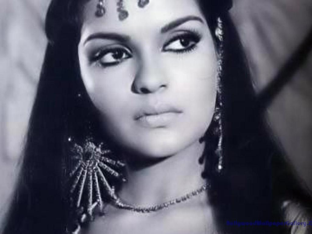 Zeenat Aman All Type of Wal