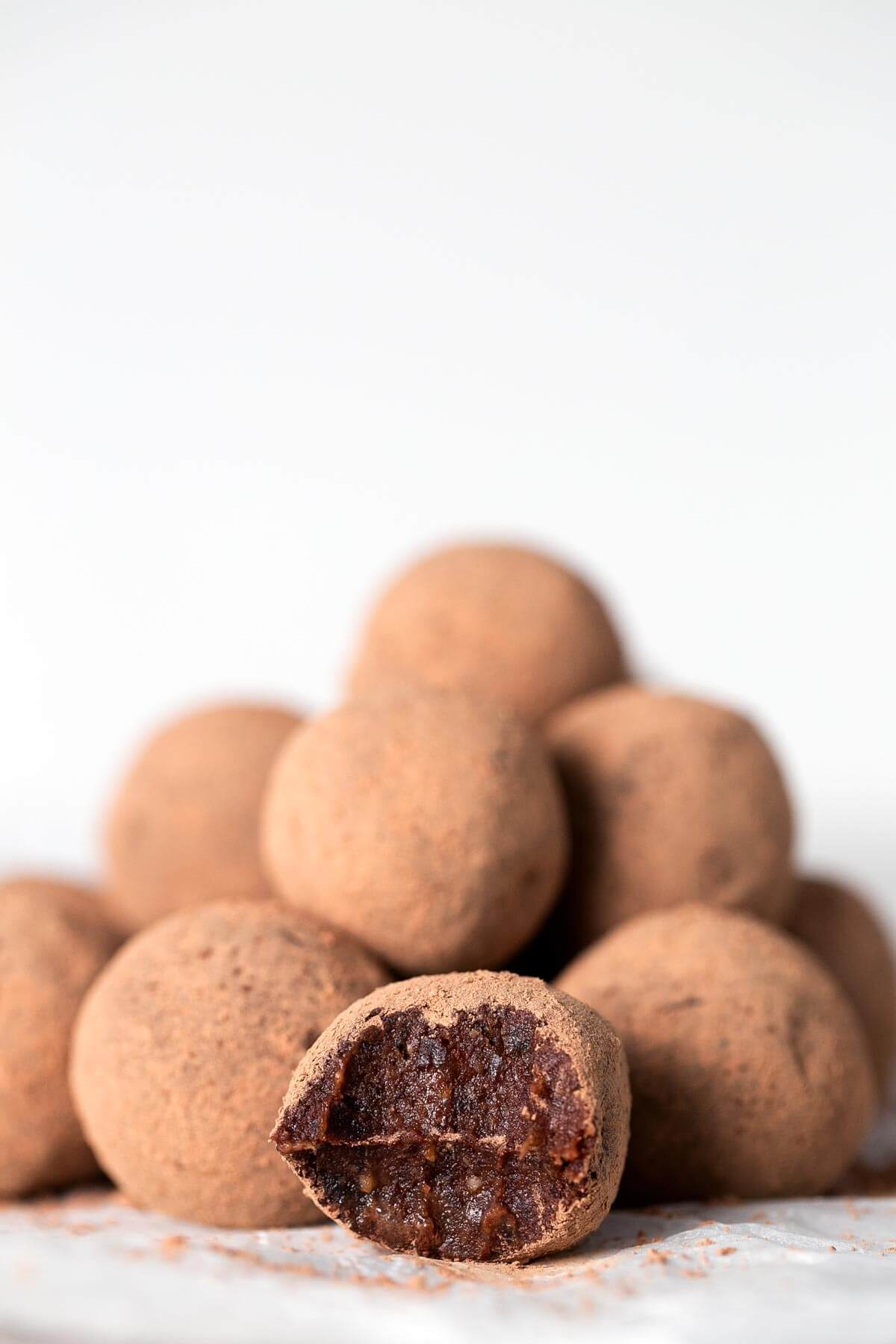 Vegan Chocolate and Orange Truffles. - These vegan chocolate orange truffles are to die for. They are a straightforward, healthy and attractive dessert.