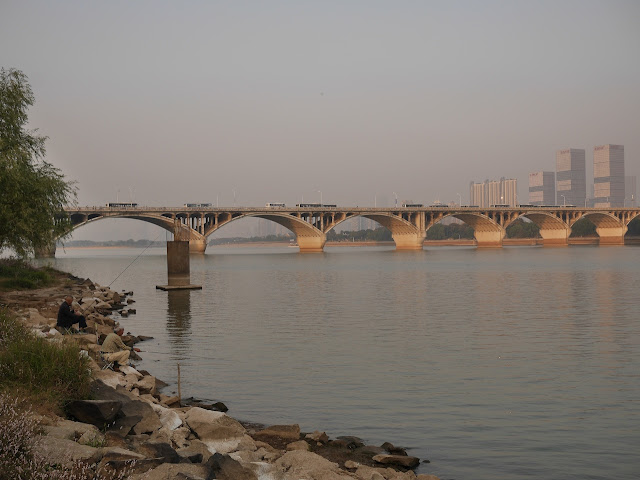 two men fishing and the Juzizhou Bridge in Changsha