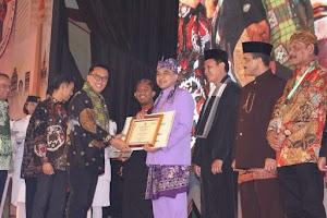 Bupati Tangerang Terima Penghargaan Kepemudaan Tahun 2018 dari Menpora