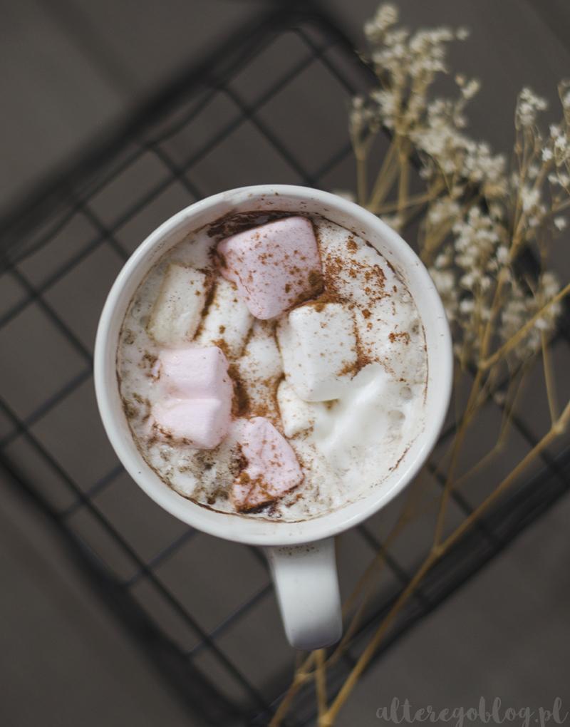 coffee, marshamllow, pianki serduszka