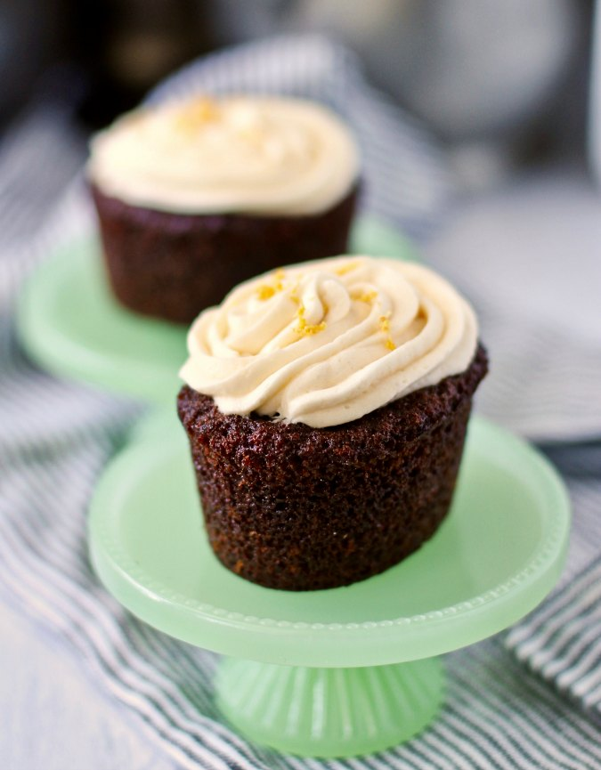 Cakes with ginger and buttercream