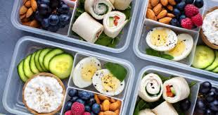 مشروع  إعداد وتعليب وجبات صحية جاهزة للطلاب والموظفين