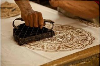 ilustrasi pembuatan batik cap