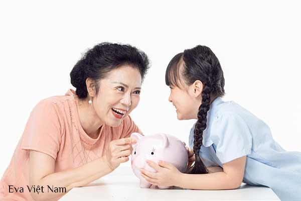 Giúp trẻ thông minh về tài chính bằng cách làm gương