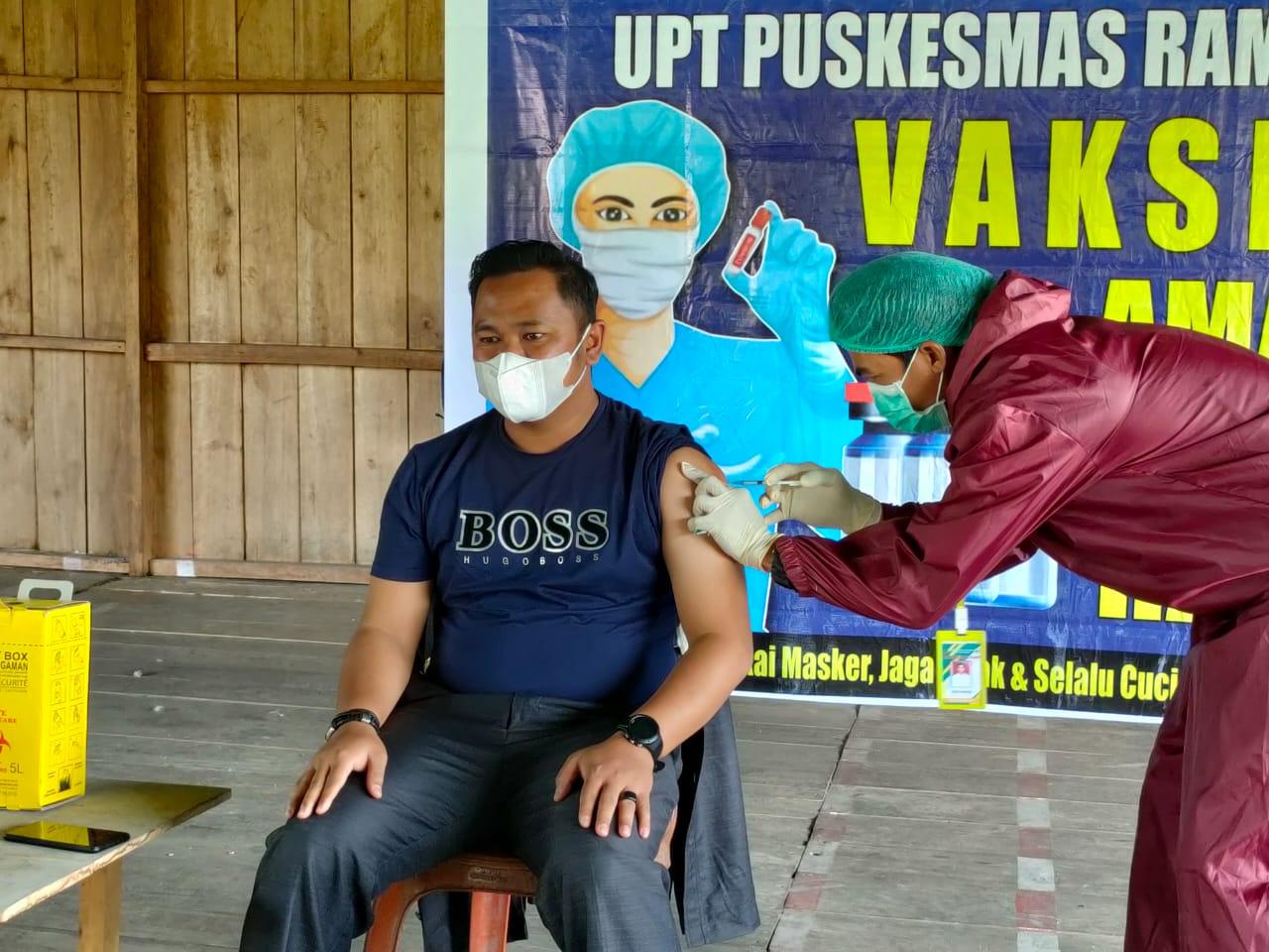 Camat Rampi Luwu Utara Minta Warga Jangan Takut Disuntik Vaksin