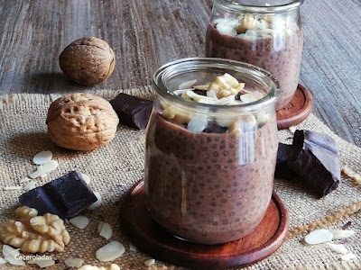 Pudin de chia con chocolate y frutos secos