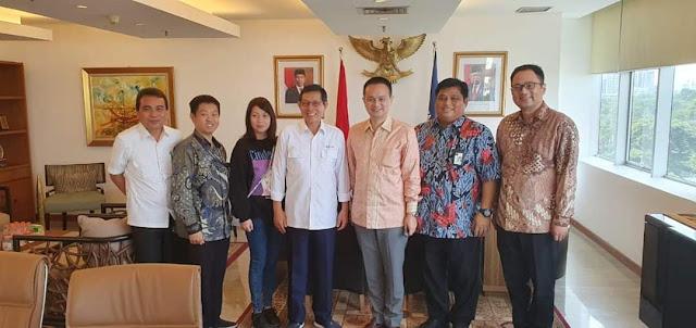 Bahas Pengembangan pasar , Walikota GSVL dan Tim Disperindag temui Wamen Jerry Sembuaga