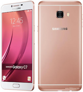 Gambar Samsung Galaxy C7 dengan kamera depan 8 MP