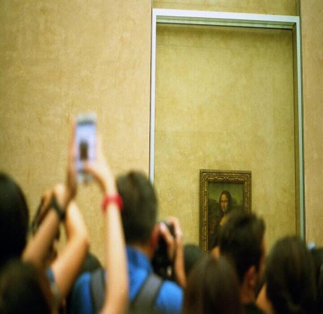 صورة موناليزا في  متحف الوفر
