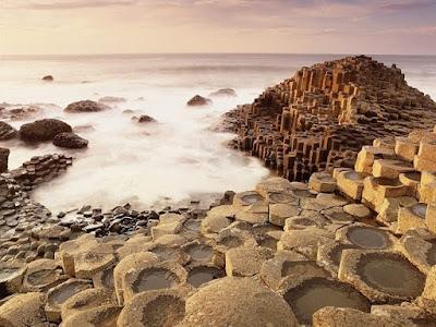 Sains Akhirnya Menjawab Mitos Kolom Batu Yang Dibuat Oleh Raksasa Irlandia