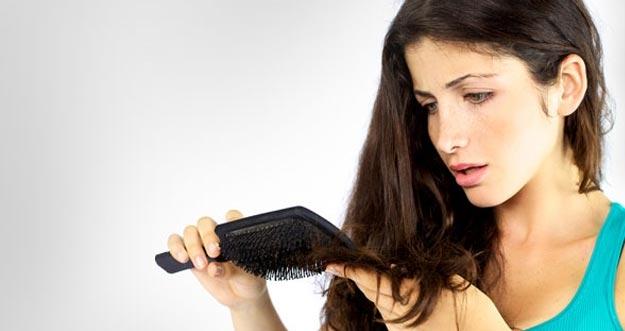 10 Cara Mengatasi Rambut Rontok Secara Alami