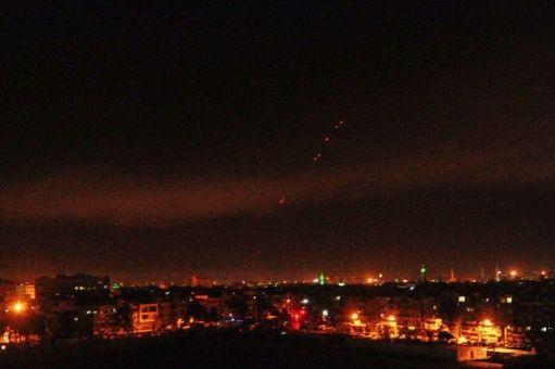 Damasco recibe los primeros bombardeos de EE.UU.