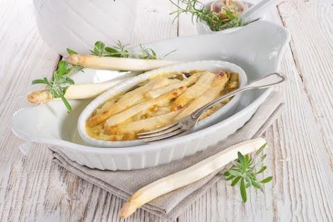Roppanós spárga sütőben, sajttal és tejszínnel sütve: ezt most kell elkészítened