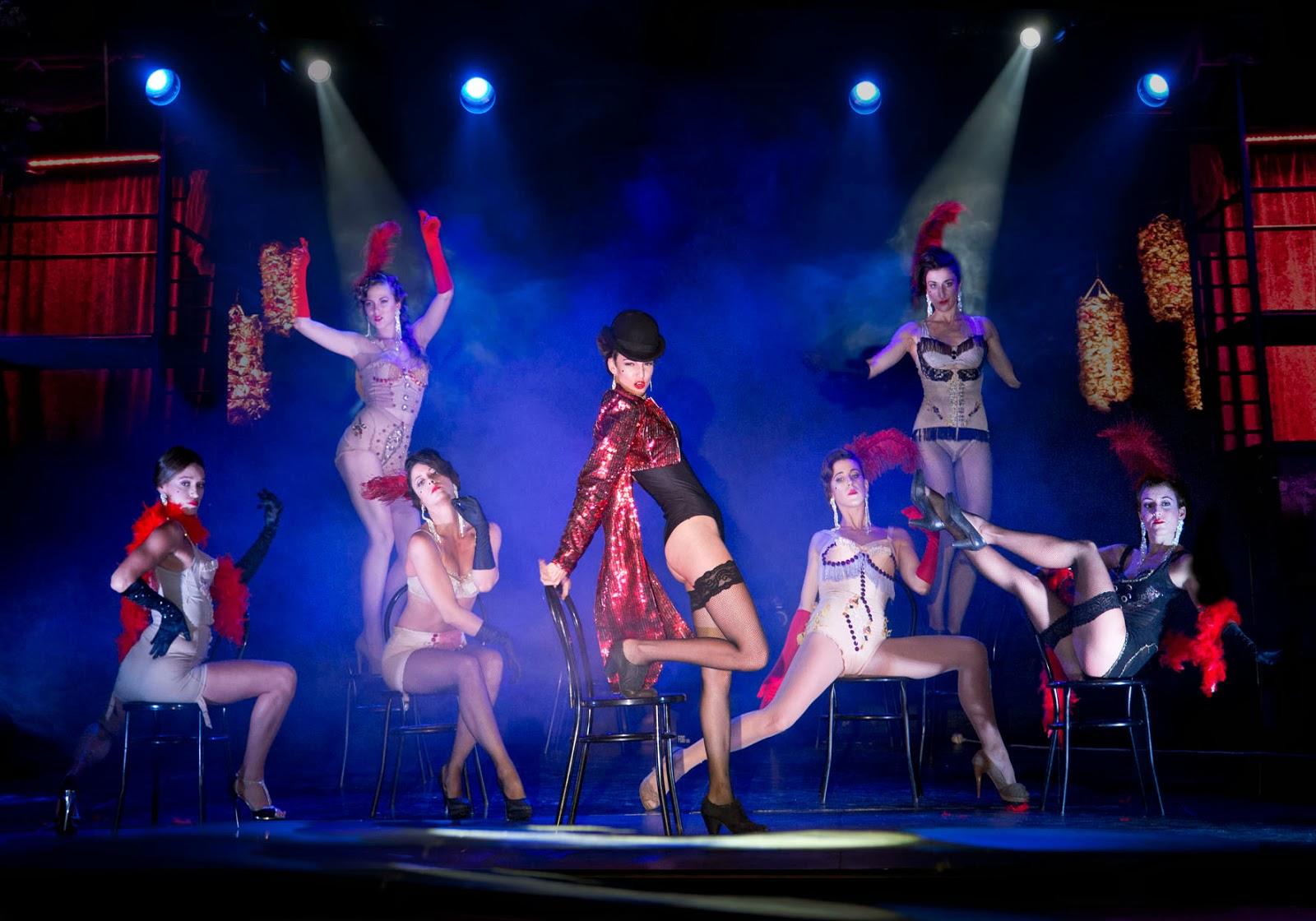 Luna bella en un show en vivo - 2 part 8