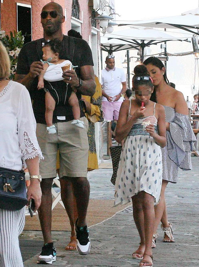 NBA star Kobe Bryant steps out with his three daughters ...