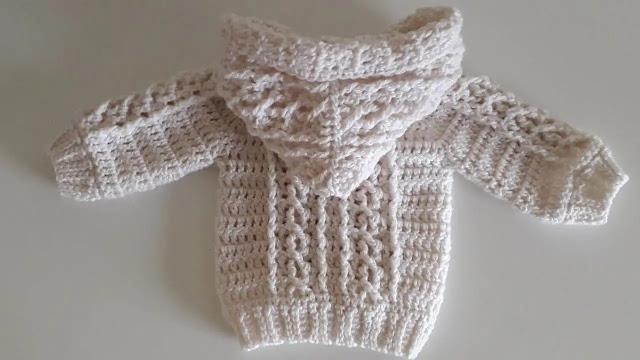 Bello Abrigo Aran de Bebé Tejido a Crochet