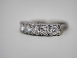プラチナ製のダイヤモンドの一文字リングをお買い取りさせて頂きました