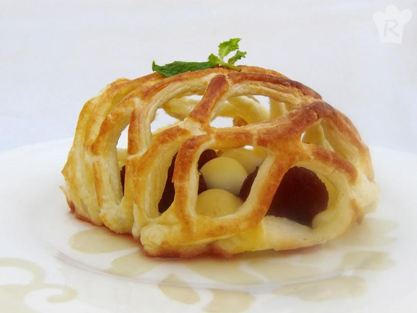 Hojaldre enrejado con mozzarella y membrillo