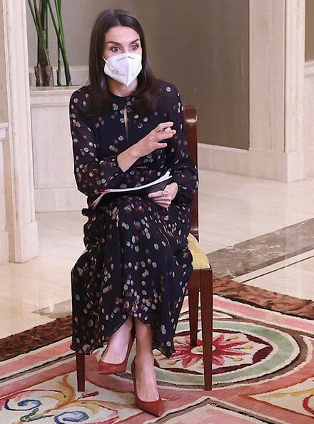 Queen Letizia wore a confetti print shirt dress from Massimo Dutti and brown leather pumps from Magrit. Code.org is a nonprofit organization