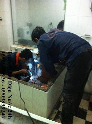 sửa ống nước bị xì vỡ