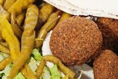 طريقة عمل الفلافل الطعمية الإماراتية بالحمص والفول المجروش