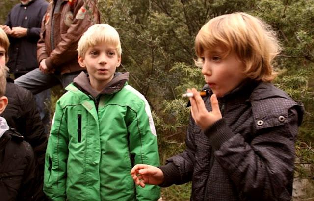 Kids smoke